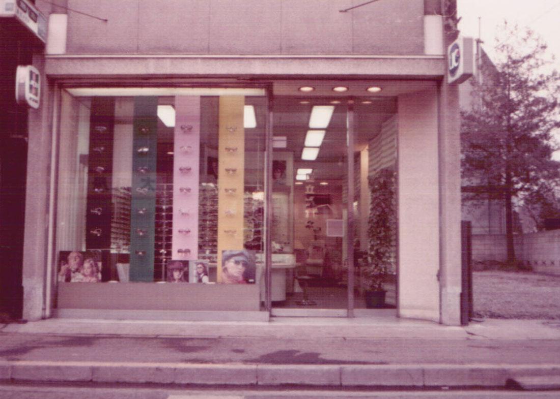 店舗正面(昭和49年)の写真